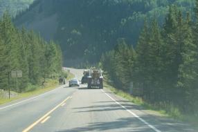 Rechts: de vrachtwagen van de weg af